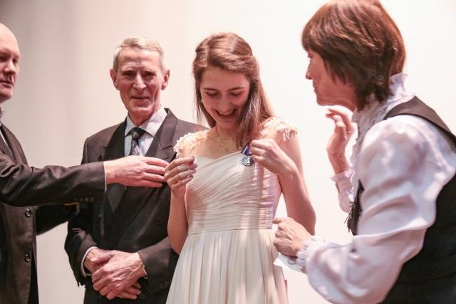 А нна и Хальдоур с медалью