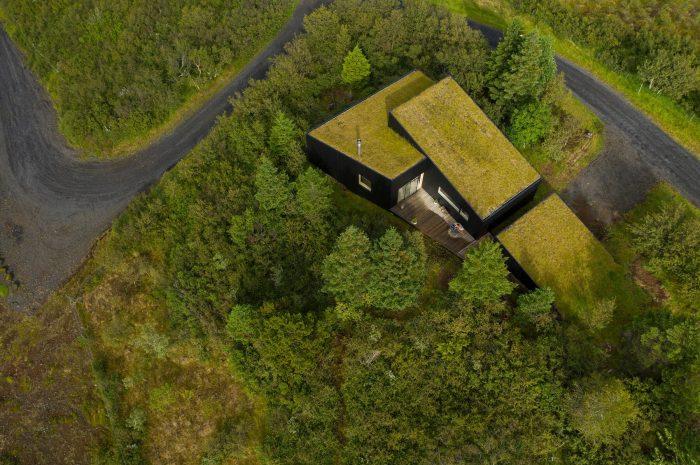 Исландский дом с травяной крышей стал хитом современной архитектуры